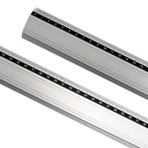 Regla aluminio antideslizante 20 cm.
