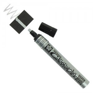Totenart. Rotulador Plata Pen-touch Calligrapher medio Sakura