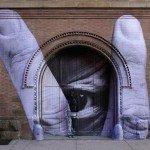 El artista Liu Bolin camuflado en un graffitti - Directorio de Noticias de totenart