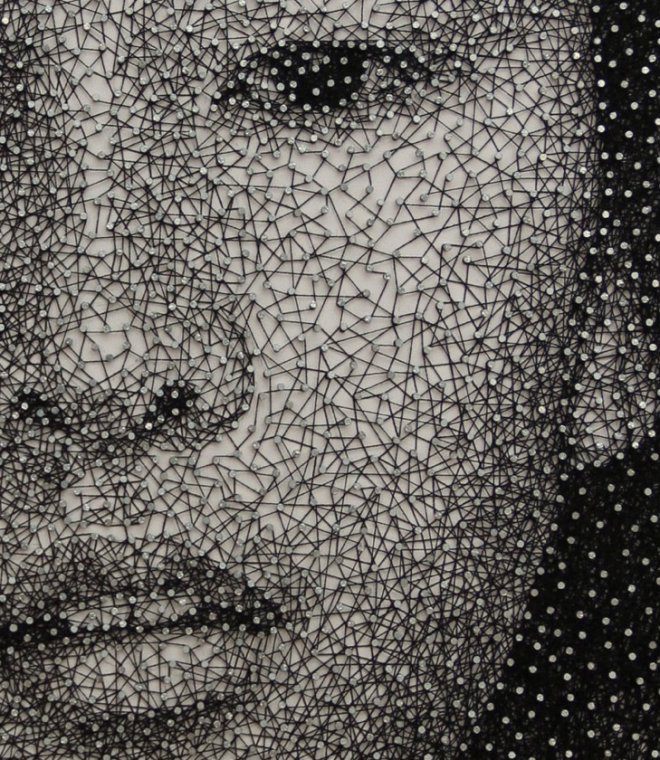 Detalle de boca cuadro hecho con clavos e hilo - Noticias de arte