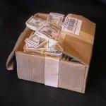 Escultura caja con dinero Randall Rosenthal - Noticias totenart