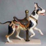 Pit Bull Prancer, escultura en madera de Tim Racer