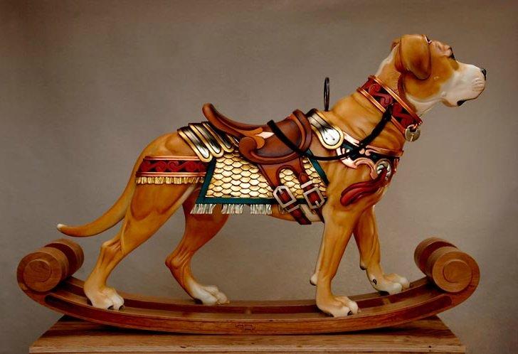 Cruce entre Pit Bull y Mastín, escultura en madera de Tim Racer