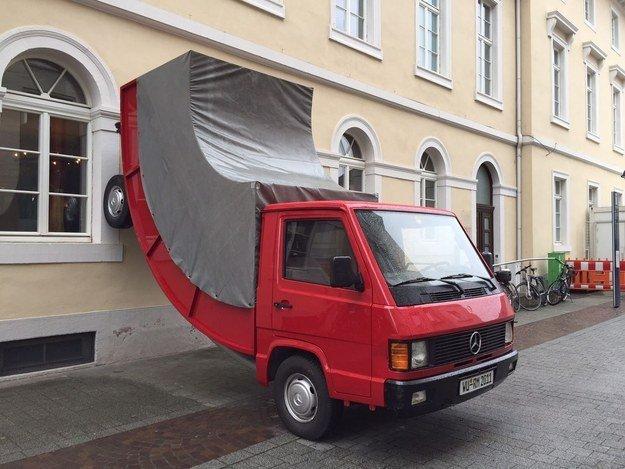 escultura-erwin-wurm-multa-noticias-totenart