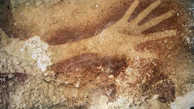 manos-pintura-rupestre-mujeres-noticias-totenart