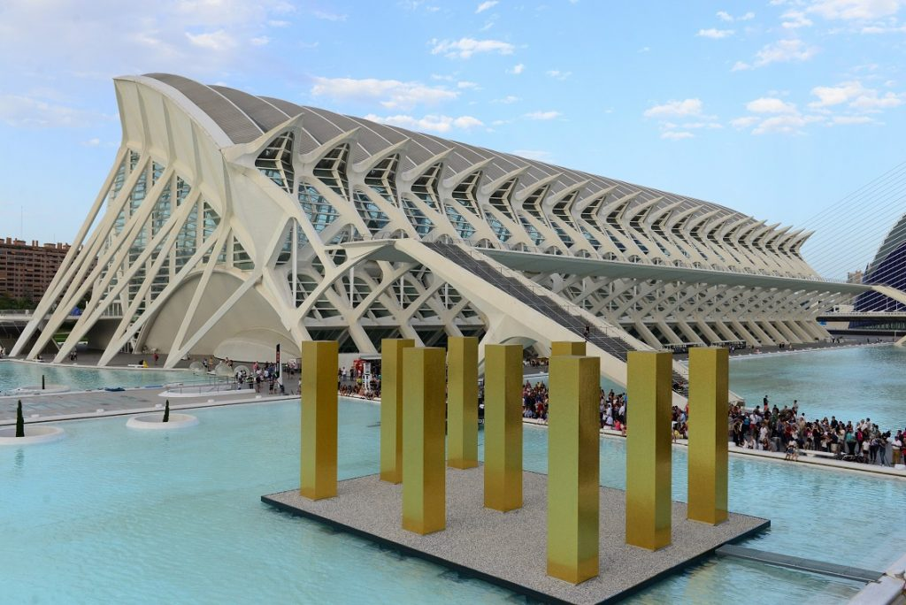 the-sky-over-nine-columns-noticias-totenart-valencia