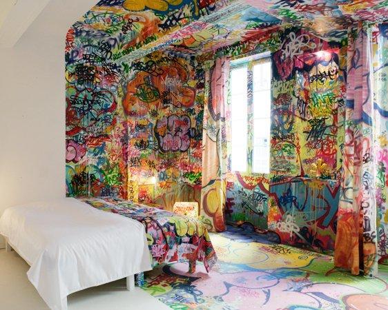 graffitys-por-toda-la habitación-noticias-totenart-hotel