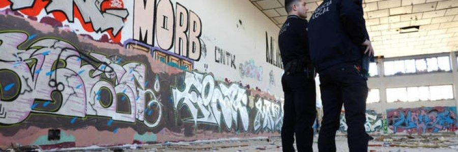 La Policía a la caza del grafiti en Elche