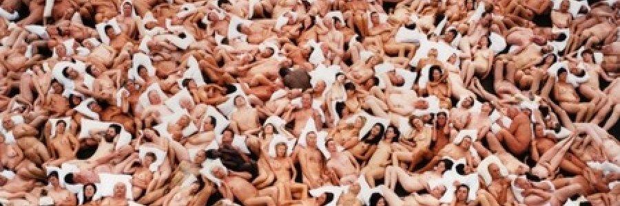 Spencer Tunick desnuda a 1.300 valencianos