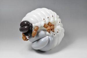 totenart-escultura-con-globo