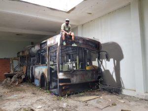 totenart-autobus-realista