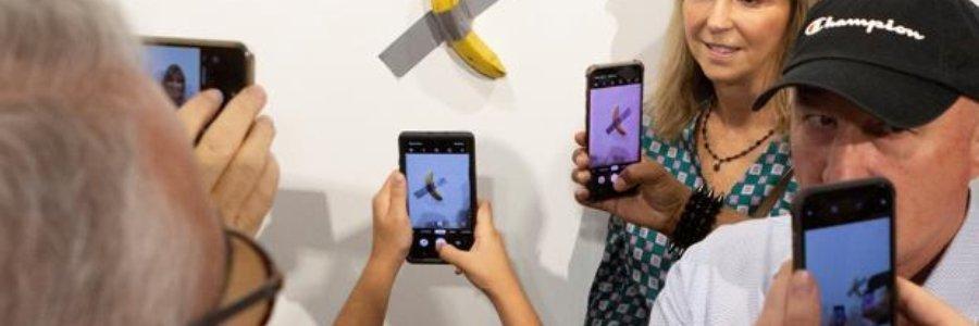 El arte de un plátano pegado a la pared