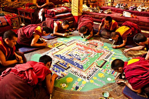 mandala-tibetano-monjes-pintando-totenart-tutorial
